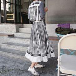 DISCOSALON - Mock Two-Piece Pattern Dress