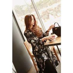 Momnuri - Maternity Ruffle-Hem Floral Dress