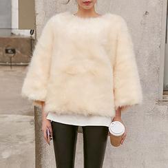chuu - Set: 3/4-Sleeve Faux-Fur Top + T-Shirt