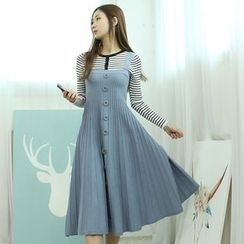 Dodostyle - Buttoned-Front Sleeveless A-Line Knit Dress