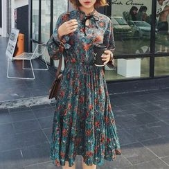small dots - Floral Print Long-Sleeve Dress