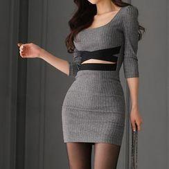 Yilda - 镂空修身连衣裙