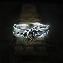 Sterlingworth - Thorn Vine Engraved Sterling Silver Ring