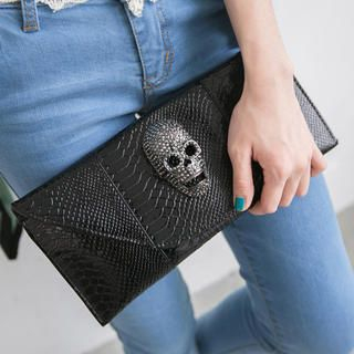 CatWorld - Skull-Accent Croc-Grain Clutch