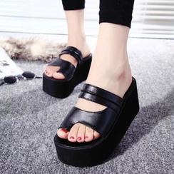 Sleeko - Toe-Loop Wedged Sandals