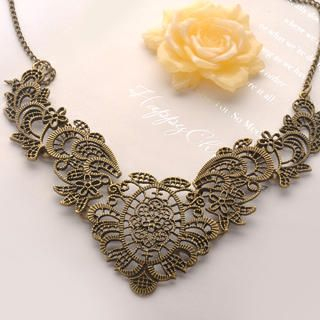 Fit-to-Kill - Metal Flower Short Necklace