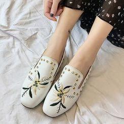 周董女鞋 - 刺绣铆钉乐福鞋