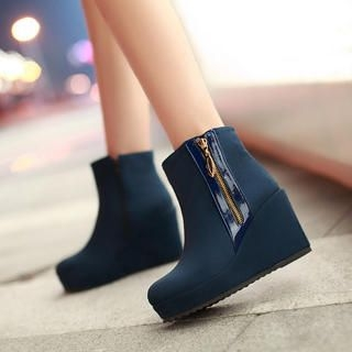77Queen - Zip Wedge Short Boots