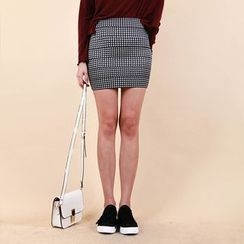 Vintage Vender - Patterned Mini Pencil Skirt