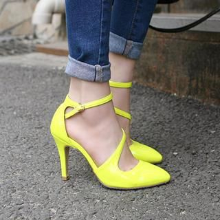 77Queen - Patent Pointy Pumps