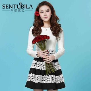 Sentubila - Two-Tone Lace-Trim Skater Dress