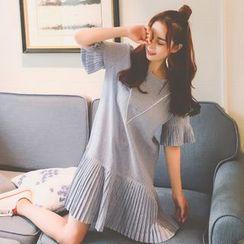 QZ Lady - Elbow-Sleeve Pleated Dress