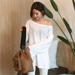 QNIGIRLS - Off-Shoulder Slit-Hem T-Shirt