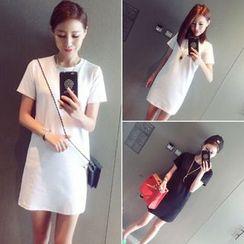 Oaksa - Plain Short-Sleeve T-shirt Dress