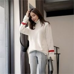 CHICLINE - Turtle-Neck Contrast-Trim Sweater
