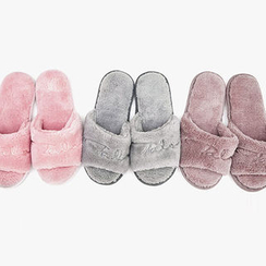 chuu - Lettering Faux-Fur Slippers