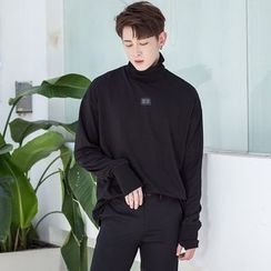 Mr. Cai - Long-Sleeve Turtleneck Pullover