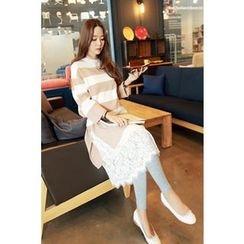 Momnuri - Maternity Dip-Back Stripe Knit Dress