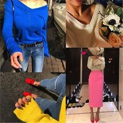 LIPHOP - Colored V-Neck Knit Top