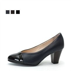 MODELSIS - Glossy-Front Heel Pumps