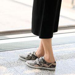 SO Central - Snake Print Velcro Sneakers