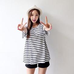 Envy Look - Scoop-Neck Stripe T-Shirt
