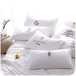 Momoi - Embroidered Pillowcase