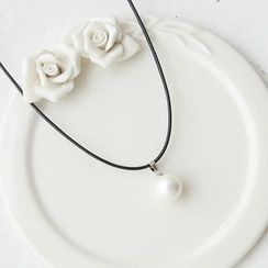 Love Generation - Faux Pearl Pendant Necklace