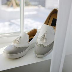 JUSTONE - Contrast-Wingtip Tasseled Slip-Ons