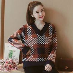 Munai - V-Neck Plaid Sweater