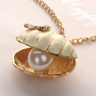 Fit-to-Kill - Shell Pearl Necklace - White