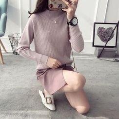 Qimi - Faux Pearl Mock Neck Sweater