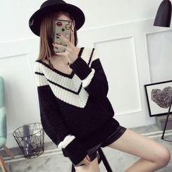 Qimi - Two-Tone V-Neck Knit Tunic