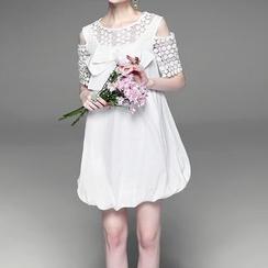 Alaroo - Cutout Shoulder Lace Panel Bow Dress