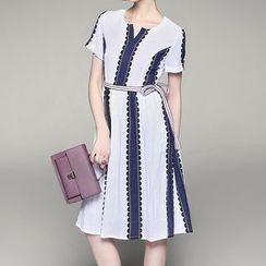 Alaroo - Split-neck Panel Short-Sleeve Dress
