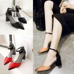 缤纷女鞋 - 双色踝带尖头高跟鞋