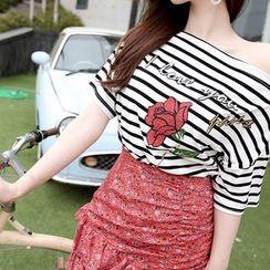 Marlangrouge - Off-Shoulder Rose Print T-Shirt