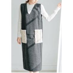 REDOPIN - Faux-Fur Pocket-Trim V-Neck Knit Dress