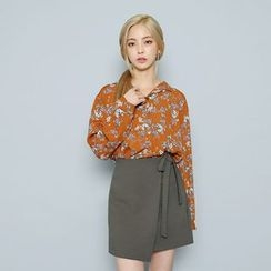 Envy Look - Notched-Collar Floral Blouse