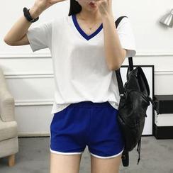 HazyDazy - 套裝: 短袖V領T恤 + 短褲