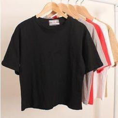Momewear - Short-Sleeve Cropped T-Shirt