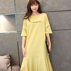 Viana Smile - Maternity Lettering Short-Sleeve Midi T-Shirt Dress