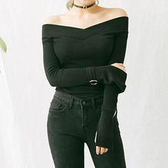 chuu - Off-Shoulder Buckle-Sleeve Top