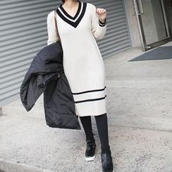 STYLEBYYAM - Contrast-Trim V-Neck Knit Dress