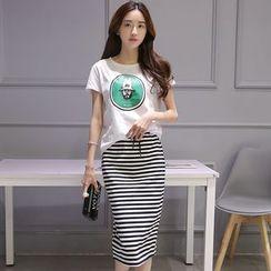 chic n' fab - Set: Printed Short-Sleeve T-Shirt + Stripe Midi Skirt