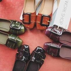 时尚麦乐 - 饰扣漆皮平跟鞋