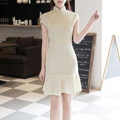Maura Qipao - 盖袖蕾丝旗袍
