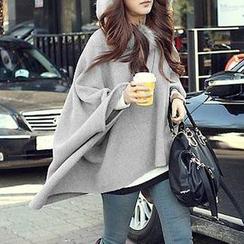 Yohana - Faux Fur Trim Batwing Cape Jacket