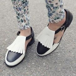 REDOPIN - Wing-Tip Cutout Loafers