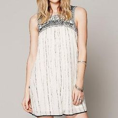 Amella - Sleeveless Embroidered Cutout-Back Dress